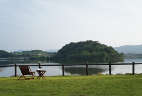 Lakeside Hotel and Restaurant Little White Flower / Kyoto Tango・Kumihama 2