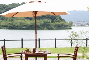 Lakeside Hotel and Restaurant Little White Flower / Kyoto Tango・Kumihama 9