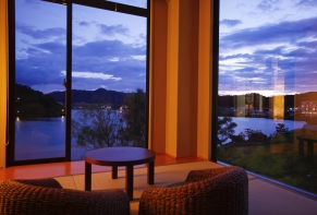 Lakeside Hotel and Restaurant Little White Flower / Kyoto Tango・Kumihama 14