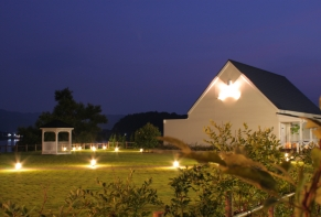 Lakeside Hotel and Restaurant Little White Flower / Kyoto Tango・Kumihama 26