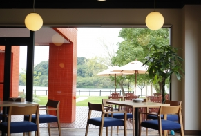 Lakeside Hotel and Restaurant Little White Flower / Kyoto Tango・Kumihama 34